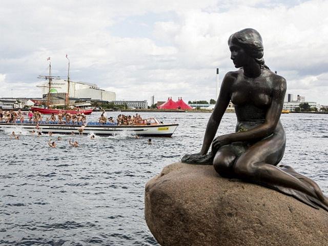 Датская Русалочка отметила 100-летие