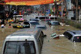 Наводнения в Китае усилены обрушением дамб?