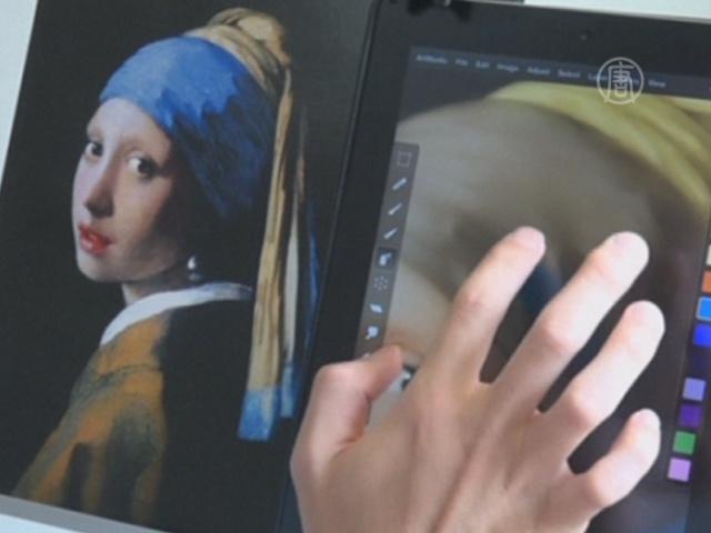 Японец рисует картины пальцами на айпаде
