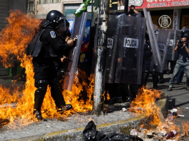 Студентов 1 сентября отогнали слезоточивым газом