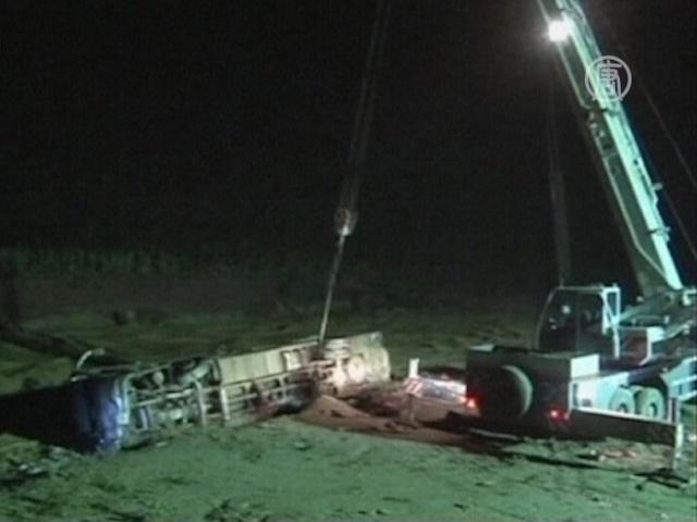 В Китае в реку упал пассажирский автобус