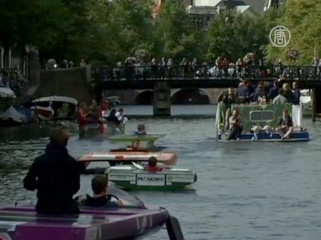 По каналам Амстердама прошли «солнечные» лодки
