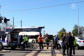 В Канаде поезд протаранил автобус, есть жертвы