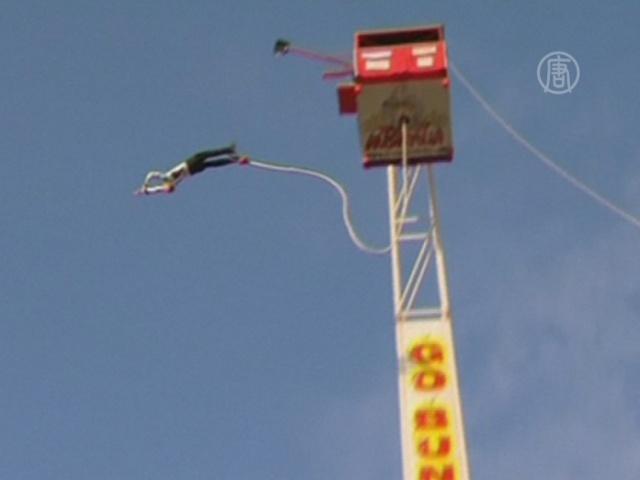 Австралиец прыгнул с «тарзанки» 150 раз подряд