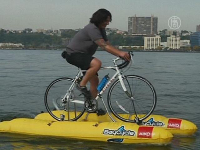 Американец пересек Гудзон по воде на велосипеде