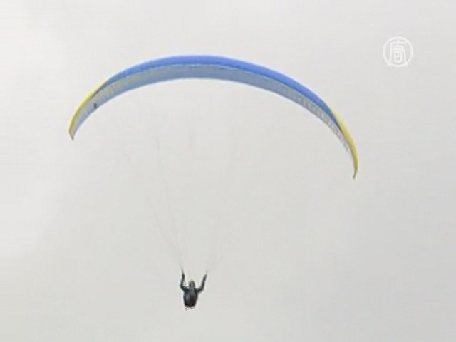75-й юбилей парапланерист отмечает в воздухе