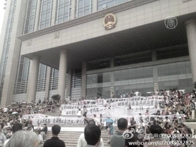 Китайцы всё чаще осаждают правительственные здания
