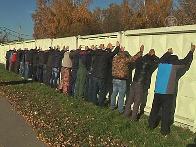 В Москве массово задерживают мигрантов
