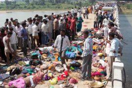 Давка на индуистском празднике: более сотни жертв