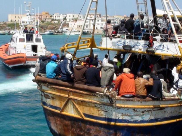 Всё больше мигрантов осаждают Лампедузу