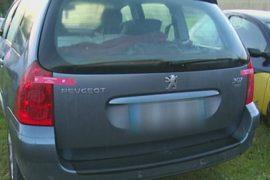 Мать год продержала ребёнка в багажнике авто