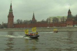 «Гринпис» протестует на Москве-реке