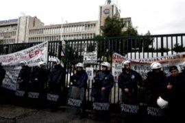 Здание греческого телеканала освободили силой