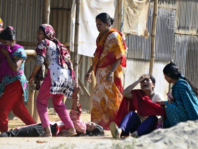 Швеи Бангладеш борются за зарплаты