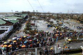 Пострадавшие от тайфуна оккупировали аэропорт
