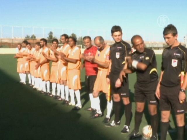 Сирийские беженцы в Турции играют в футбол
