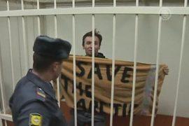 12 активистов с судна «Гринпис» отпустят под залог