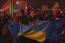 Сотни украинцев снова вышли на Майдан