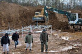 Босния: жертв чисток вспомнили у братской могилы