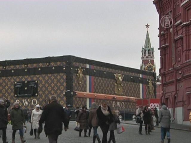 Гигантский чемодан с Красной площади могут убрать