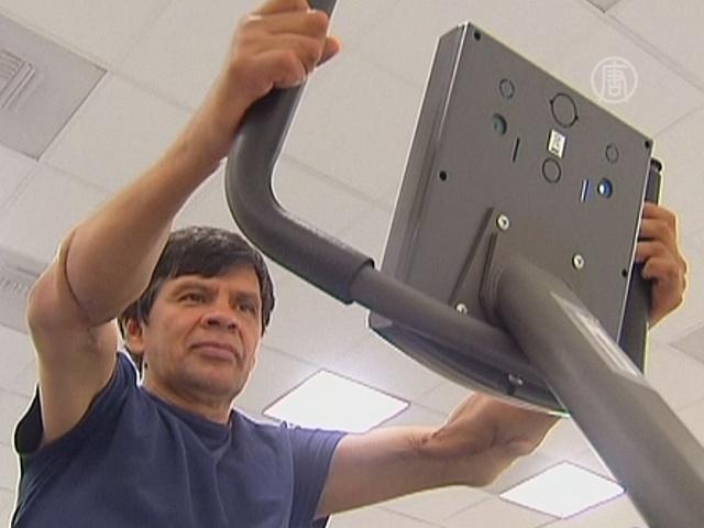 Мексиканец с пересаженными руками делает успехи