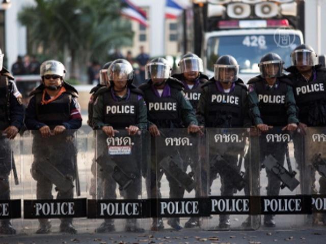 Таиланд: протестующие отключили полиции свет
