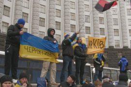 Митингующие заблокировали здание Кабмина
