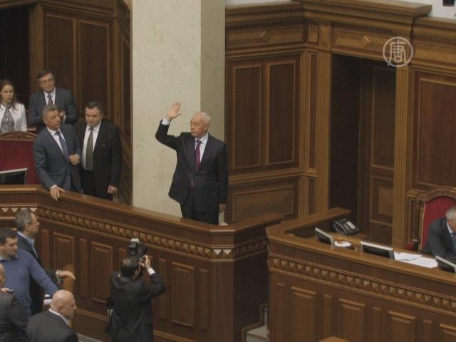 Оппозиция не отправила в отставку Кабмин Украины