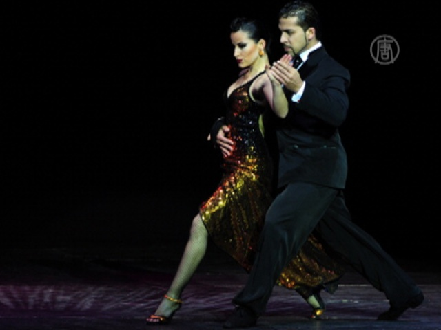 В Аргентине вновь танцуют танго целыми улицами