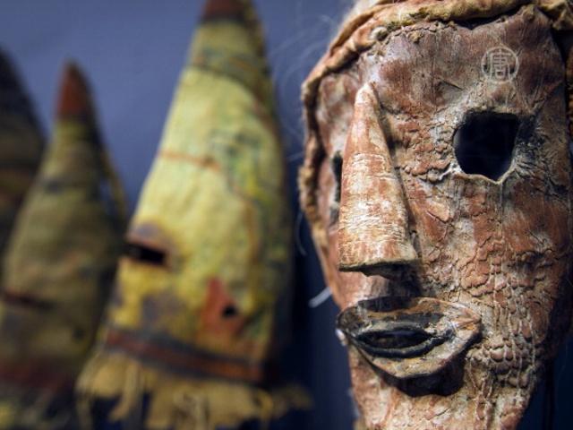 В Париже снова продали священные маски индейцев