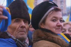 На «Евромайдан» сходятся люди