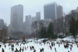 В Нью-Йорке появились первые за зиму сугробы