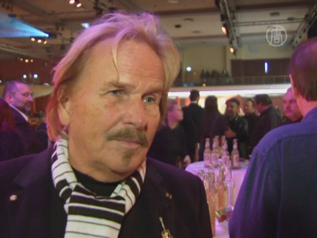 Немецкий певец устроил ужин для 2900 бедных