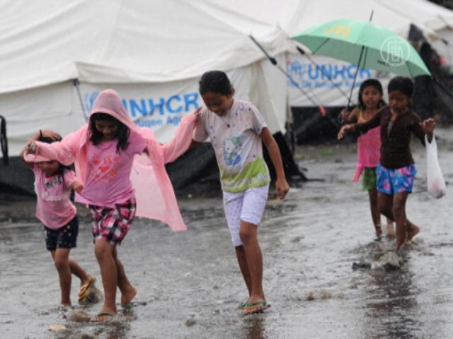 Филиппинцы отметили Рождество в палатках