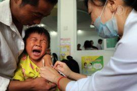 Китайцы ждут больше фактов о смертоносной вакцине