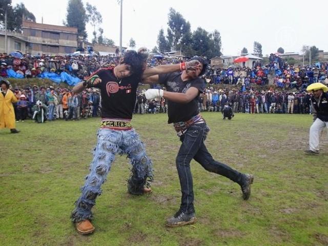 Перуанцы дерутся перед Новым Годом