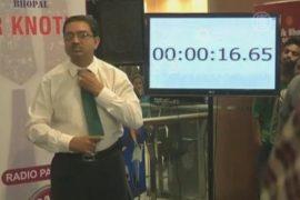 Индус побил мировой рекорд по завязыванию галстука
