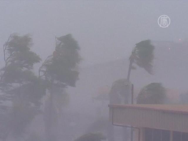 Крупные порты Австралии закрыты из-за циклона