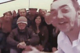 Застрявшее судно встретило Новый год во льдах