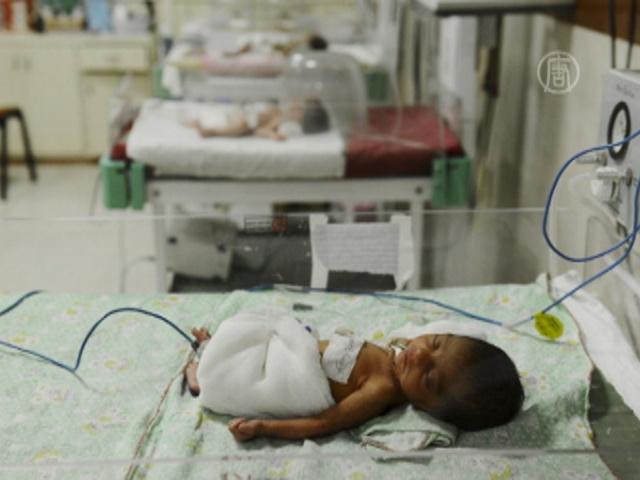 В больнице Индии от истощения умерло 13 младенцев