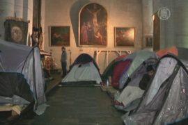 Беженцы из Афганистана живут в церкви в Бельгии
