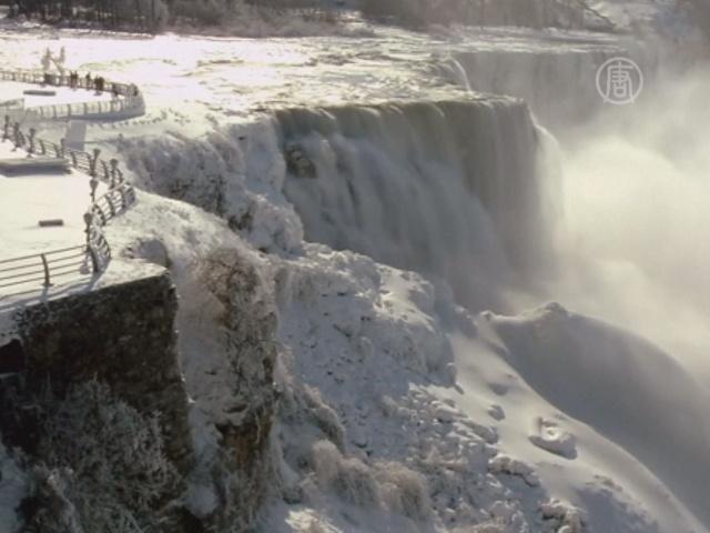 Ниагарский водопад застыл от мороза