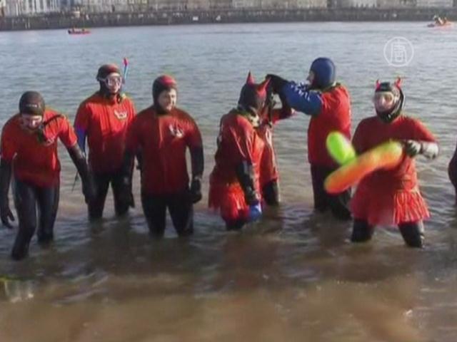 Немецкие спасатели не боятся ледяной воды