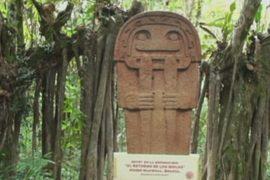 В Колумбии древние статуи заменили картонными