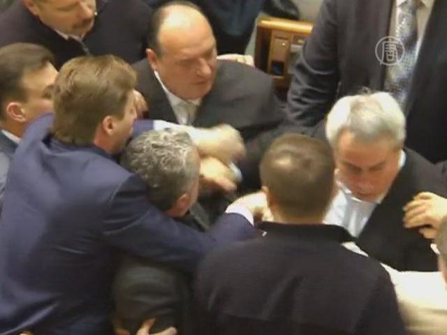 Украинский парламент спешно принял ряд законов