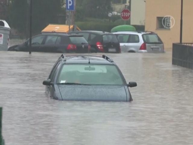 Наводнение в Италии выгнало людей из домов