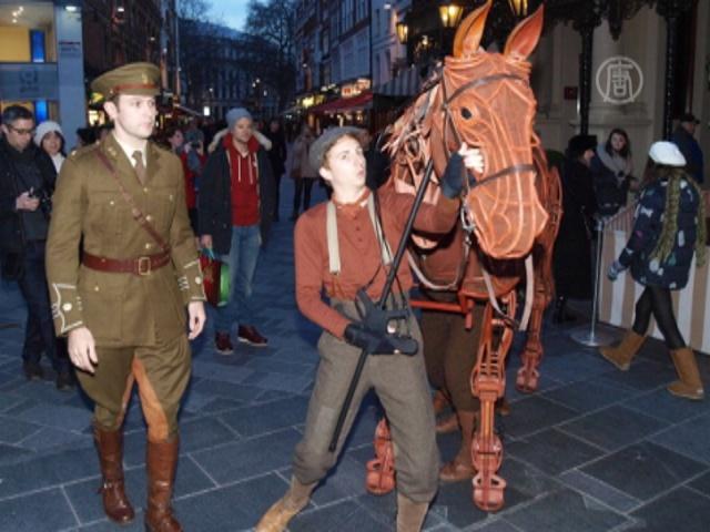 Боевой конь забрался на колесо обозрения в Лондоне