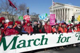 На многотысячный марш против абортов вышли в США
