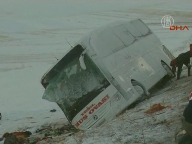 Автобус перевернулся в Турции, 21 погибший
