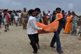 Индийское судно с туристами потерпело крушение